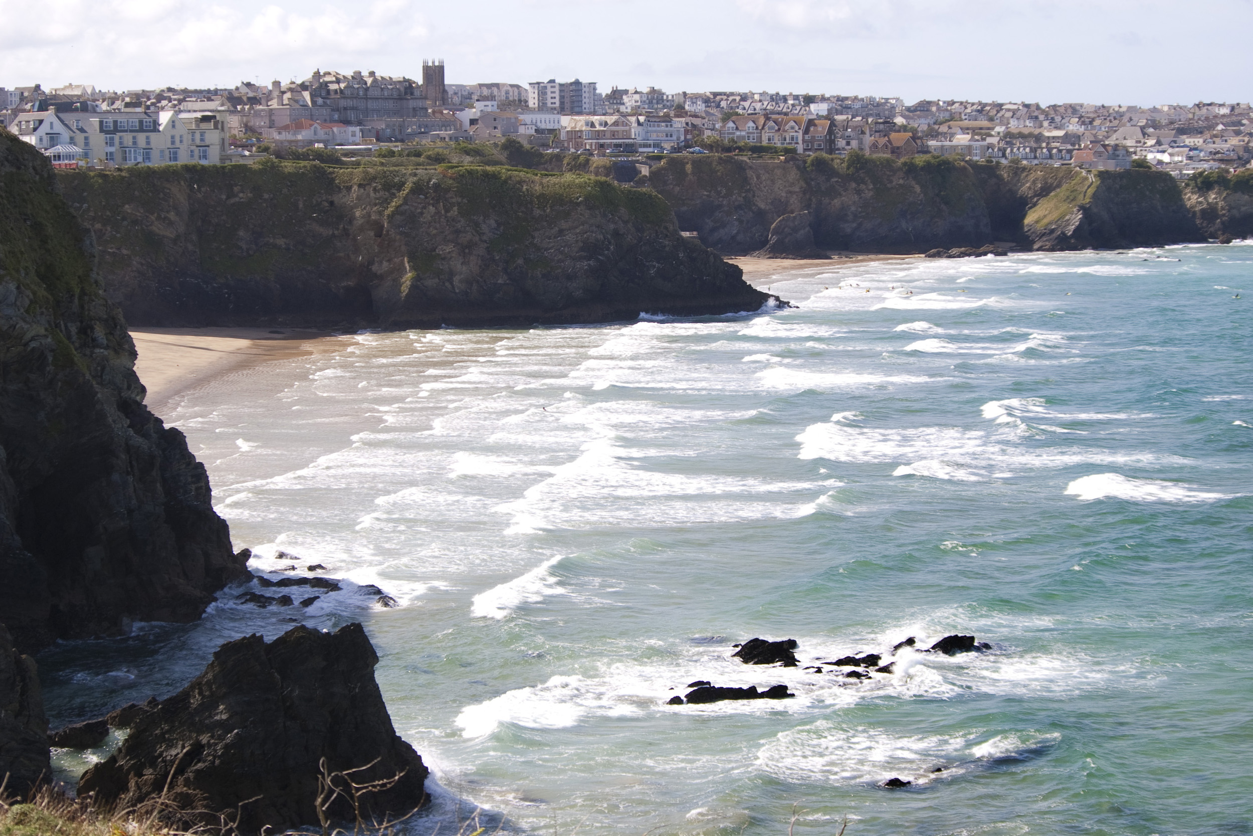 cornish coastal town of newquay standing on top of tall cliffs