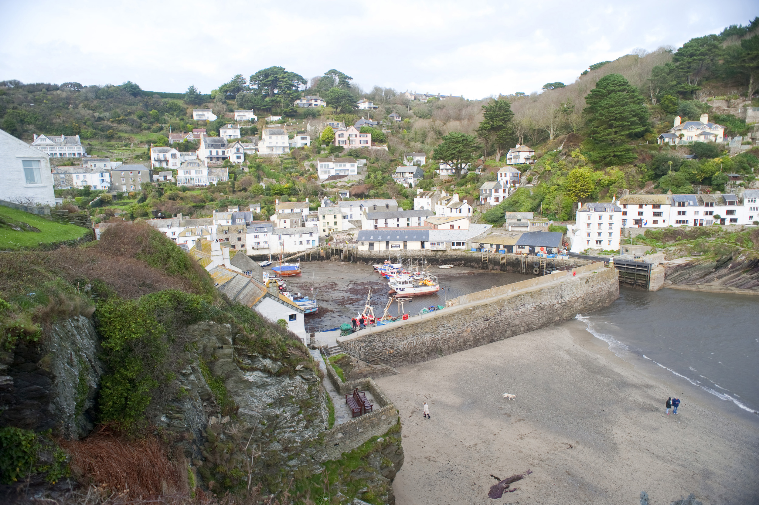 shelterd harbour at polperro, cornwall