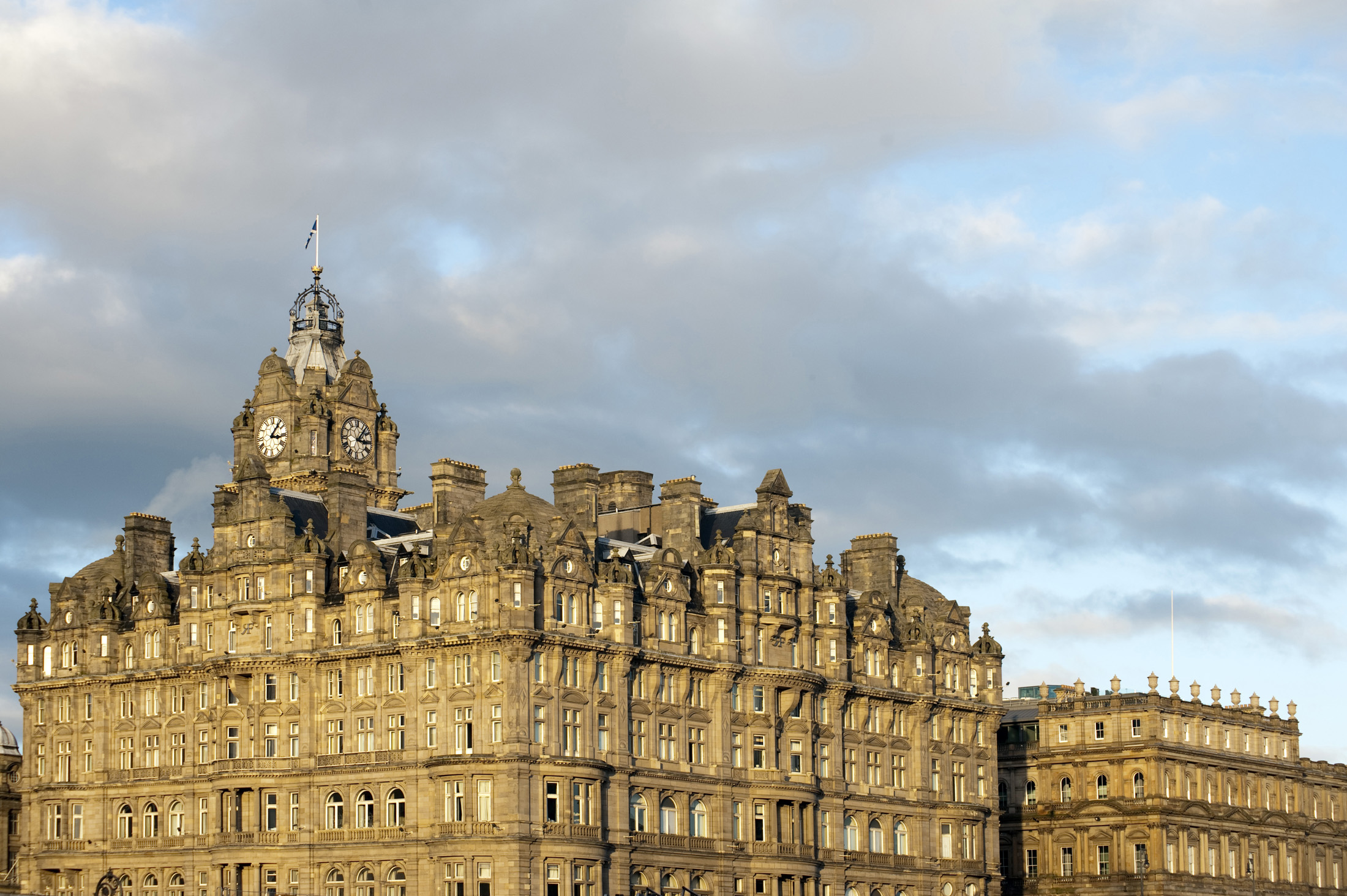 the grand building of the edinburgh balmoral hotel
