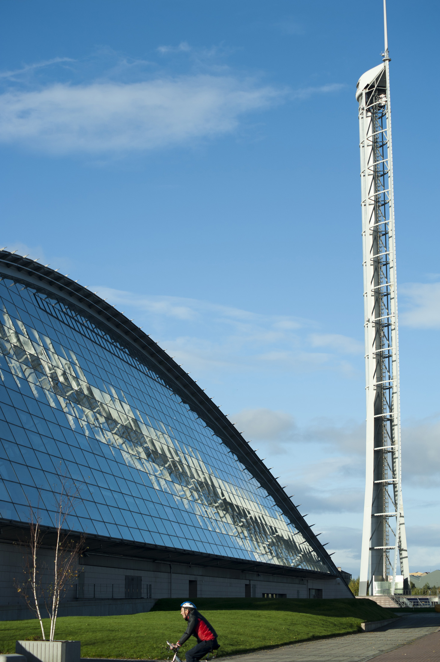 glasgow science centre and glasgow tower on a sunny day