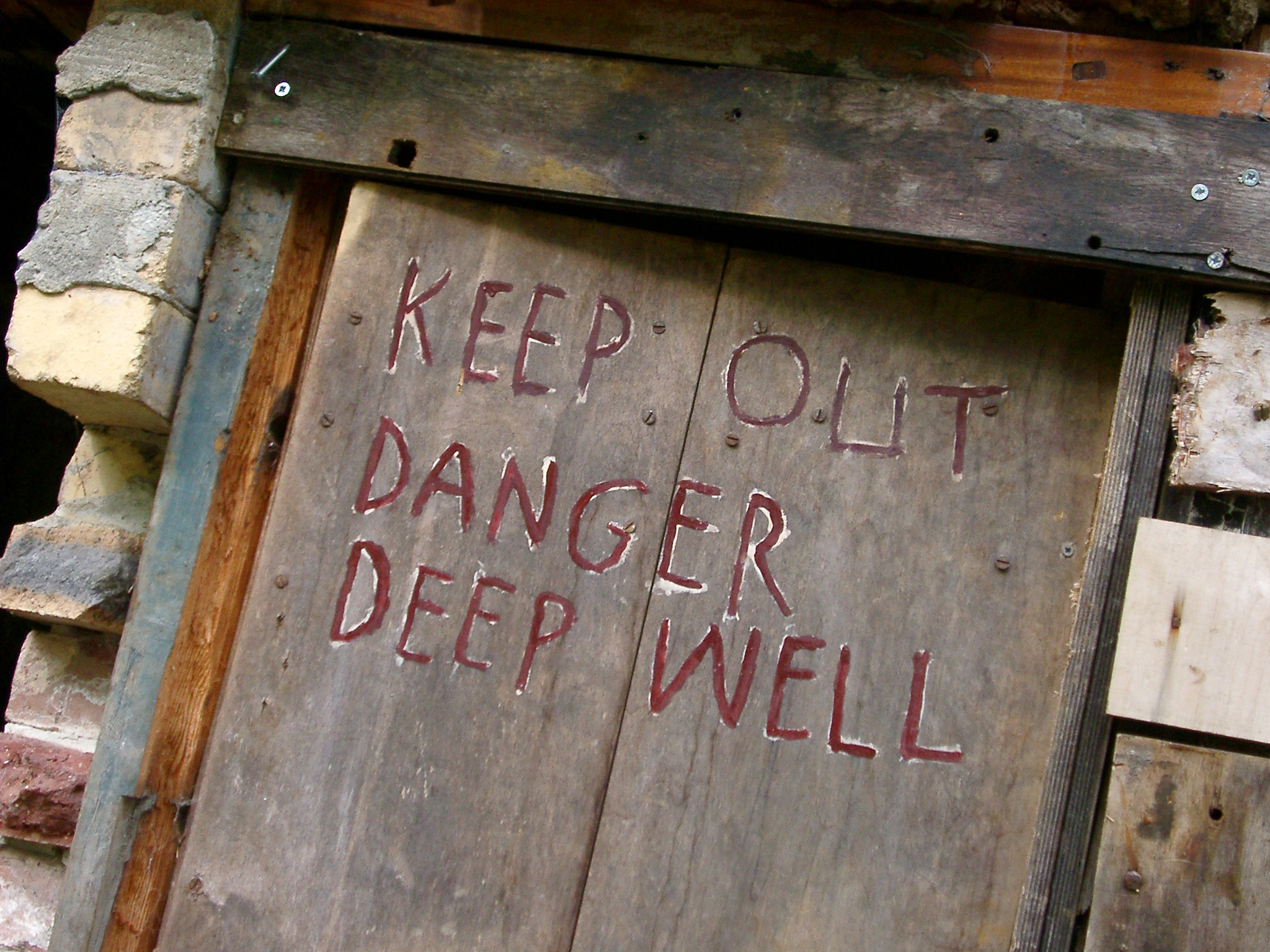 Closed up mine entrance with a wooden door and the warning - Keep out danger & Free Stock photo of Closed up mine entrance | Photoeverywhere Pezcame.Com
