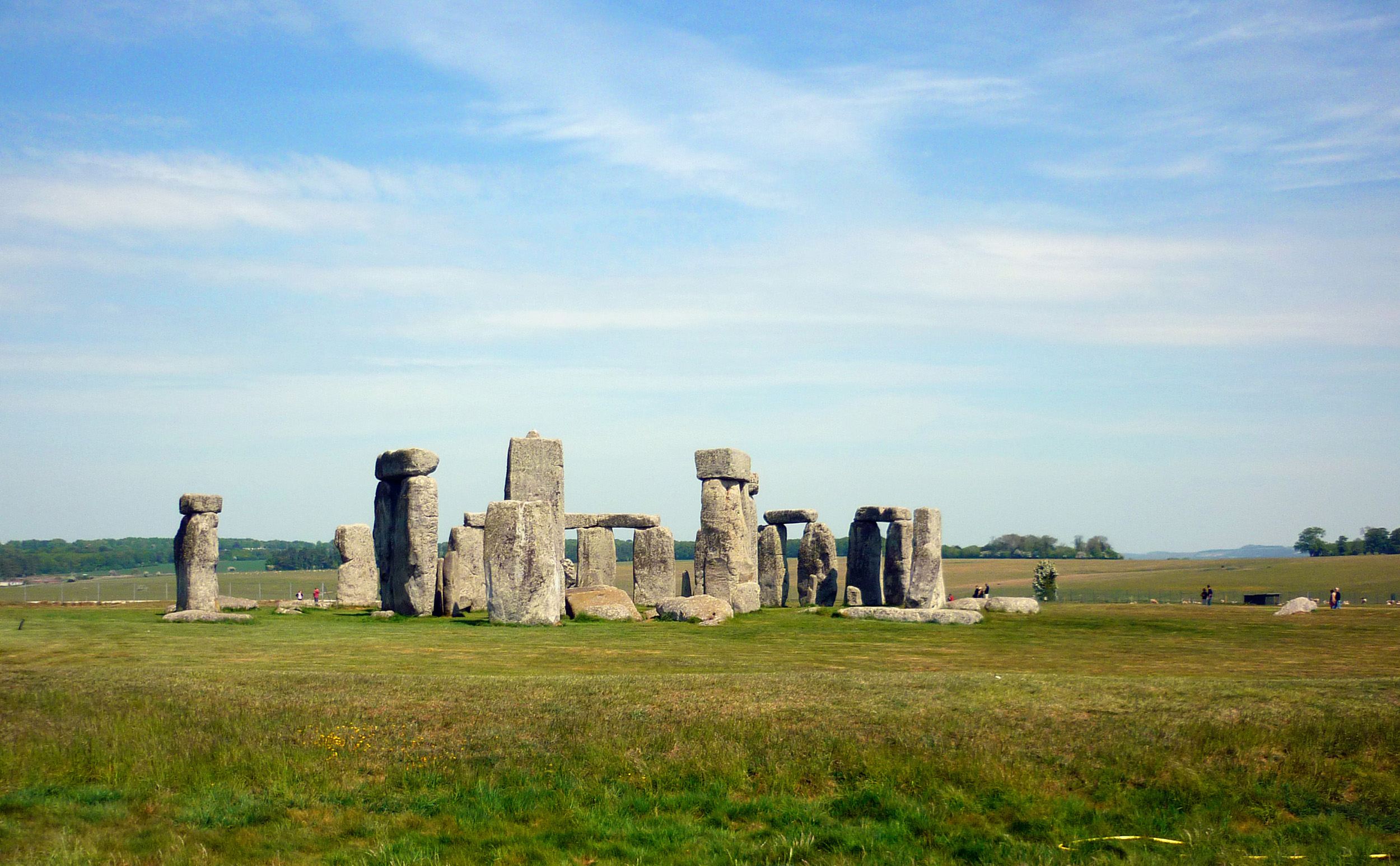 a view of stonehenge in the daytime