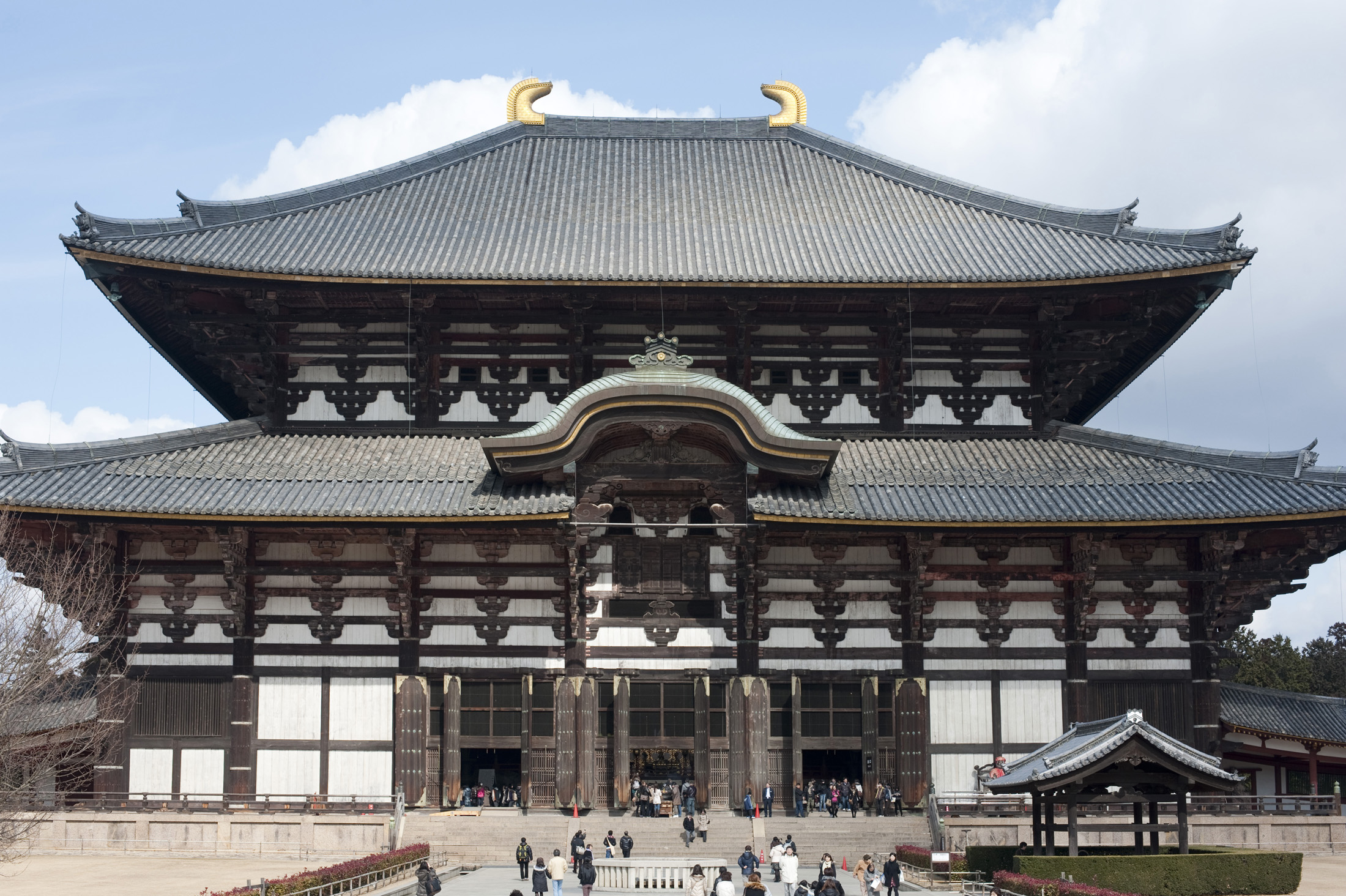 The wooden great hall or Daibutsuden at Todai-ji, one of the lagest wooden buildings in the world