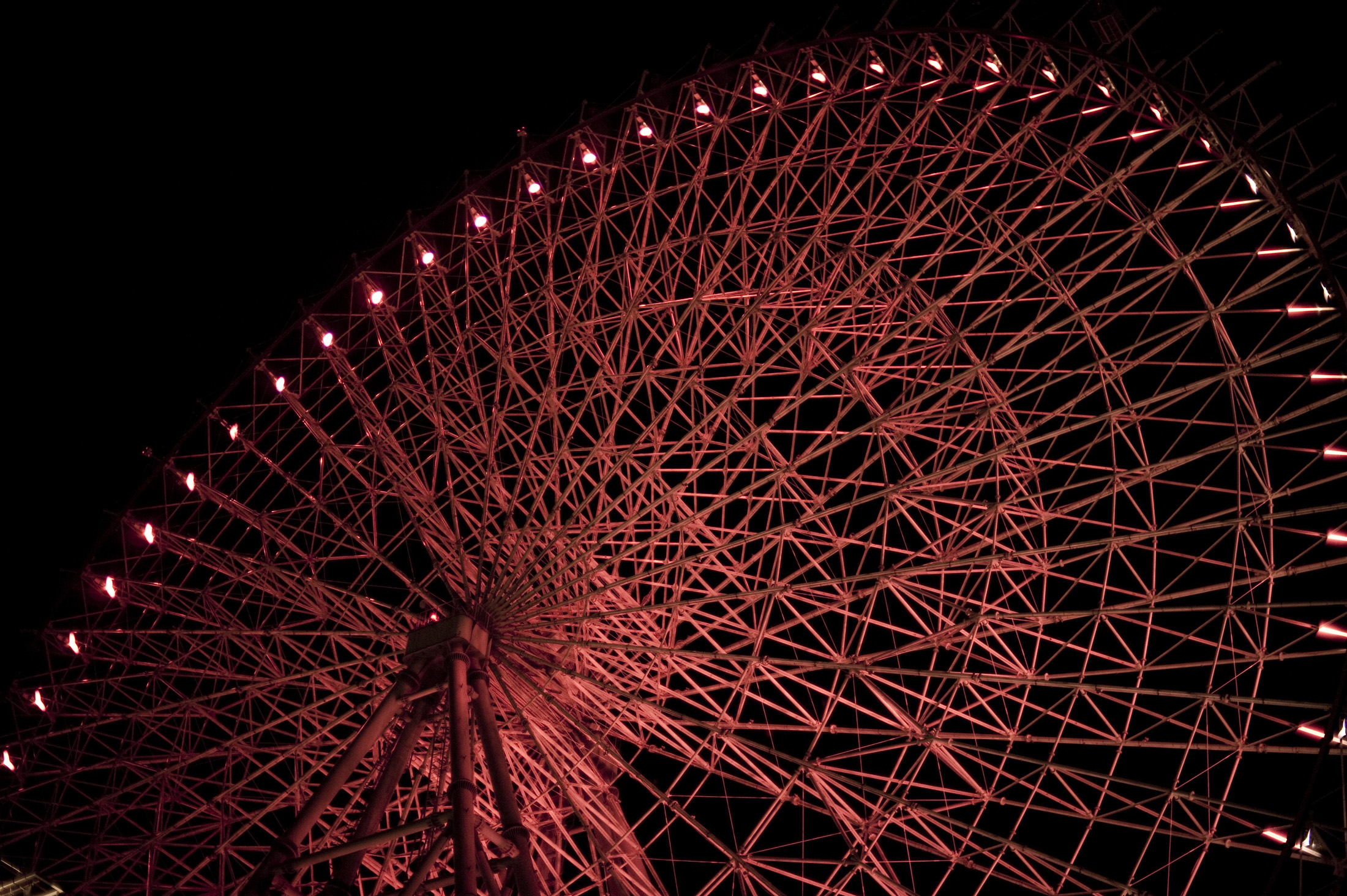 Night time view of the Tempozan Ferris Wheel, Osaka, japan