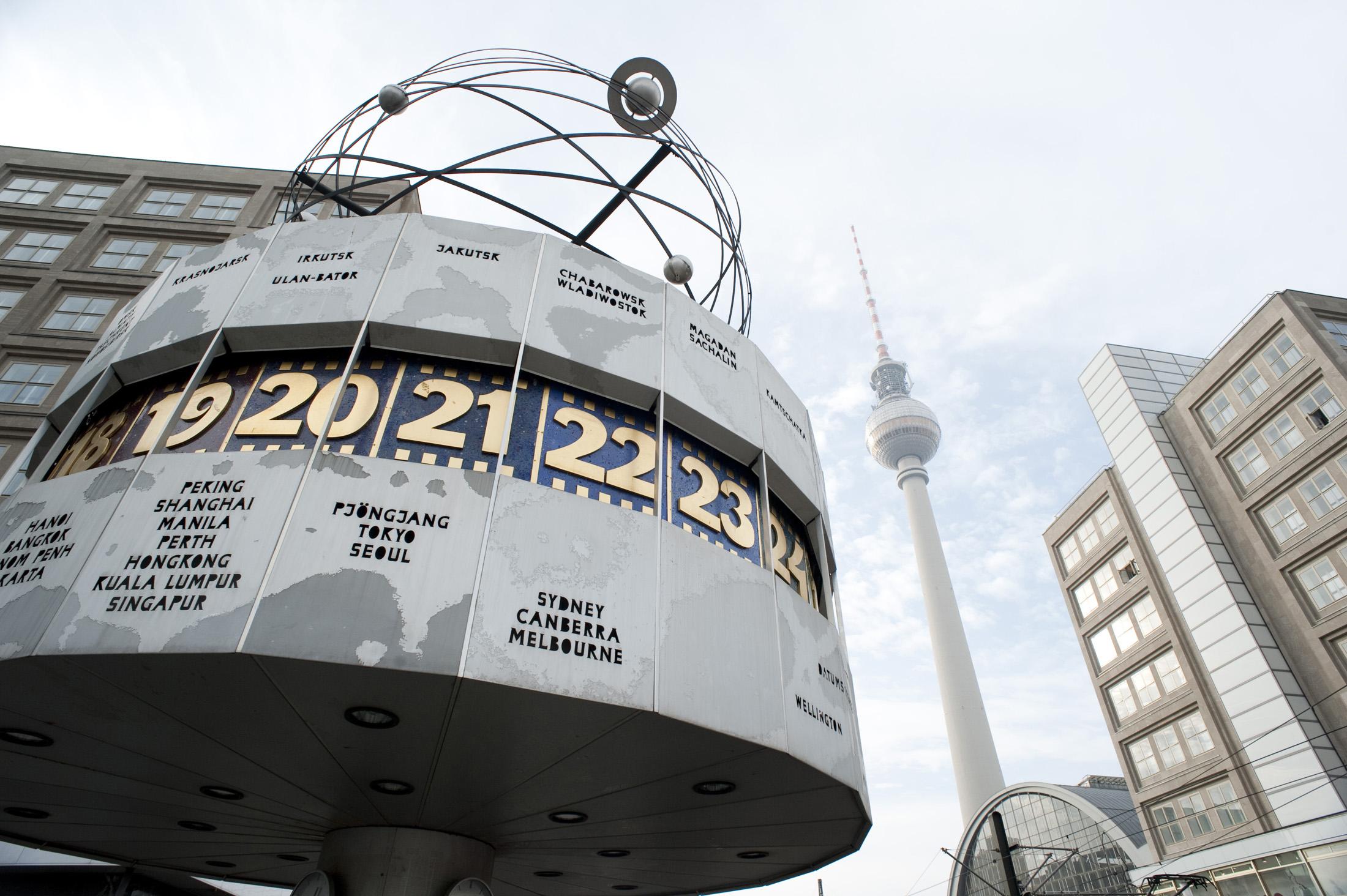 Resultado de imagem para berlim world clock