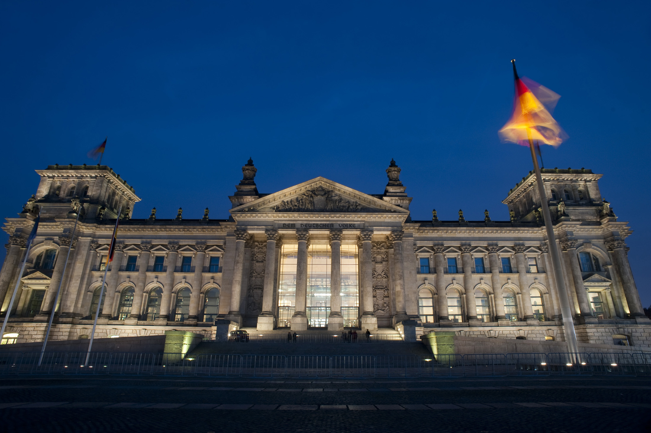 night time view of the berlin reichstag parliament building