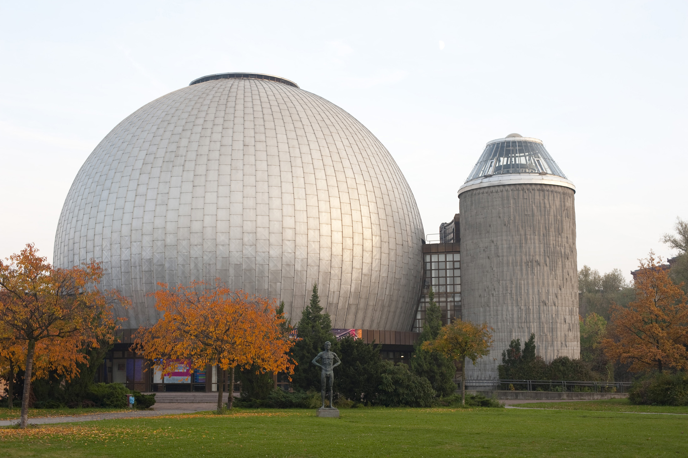 exterior of the berlin zeiss planetarium