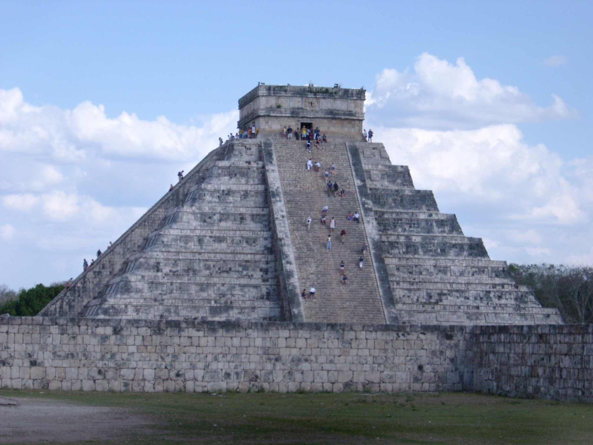El Castillo, part of the Chitzen Itza Ruins, Mexico, an important Mayan archeological site and tourist attraction