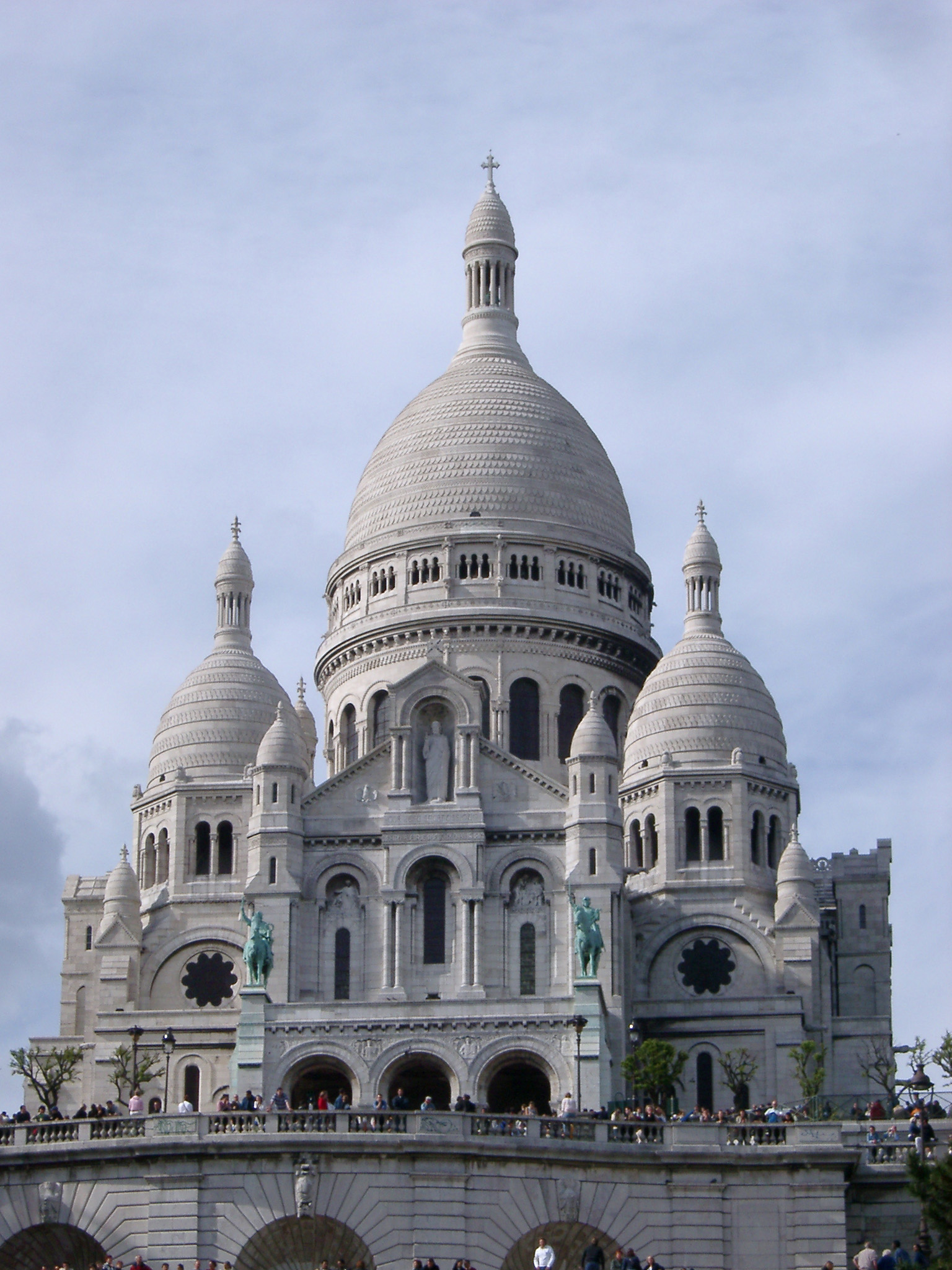 http://www.photoeverywhere.co.uk/west/paris/sacre_coeur2970.JPG
