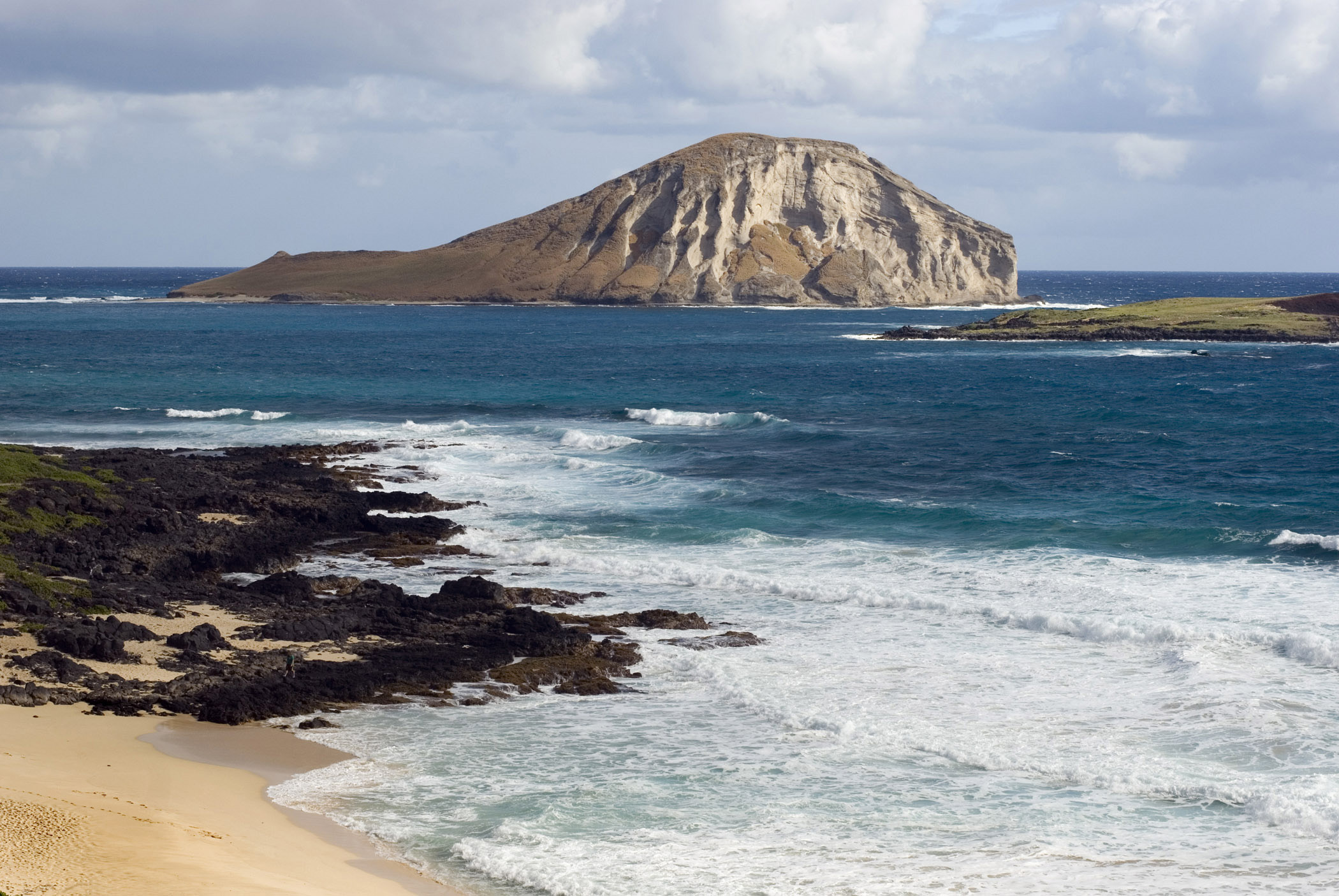 View from the beach of Kaohikaipu Island, or Turtle Island, and Manana Island, Oahu, Hawaii, also known as Rabbit Island
